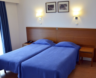 TWIN ROOM WITH EXTRA BED  Joao Paulo II Hotel en Braga